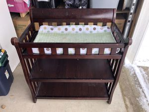 Beautiful diaper changing table for Sale in Columbus, OH