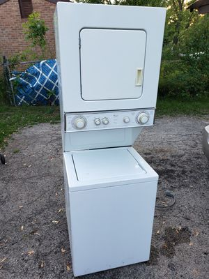 Whirlpool electric stackable washer and dryer for Sale in Bolingbrook, IL