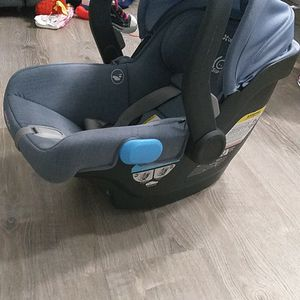 Car Seat For Baby Until 1 Year for Sale in Miami, FL