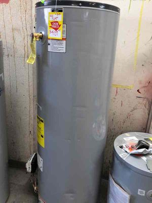 Water heater 40 gallon A8C for Sale in Dallas, TX