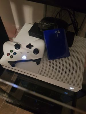 Xbox 1s with 2tb external hard drive. With 4 games installed. 3 months old. for Sale in McKinney, TX