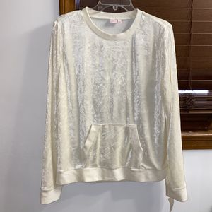 NWT $39 Make + Model Ivory Velour Sweatshirt M for Sale in Norcross, GA