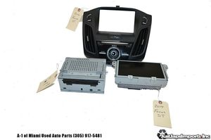 2014 14 FORD FOCUS ST OEM NAVIGATION HEAD UNIT RADIO CD MP3 PLAYER DISPLAY BEZEL for Sale in Hialeah, FL