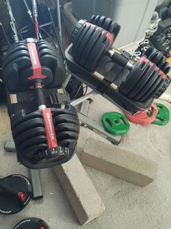 Bowflex Select Tech Dumbbells 52.5 With Stand for Sale in Colorado Springs,  CO