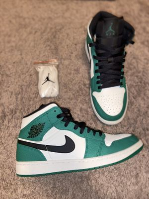 """Jordan 1 Mid """"Pine Green"""" (size 11) for Sale in Crowley, TX"""