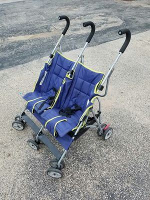 Double stroller folded for Sale in Melrose Park, IL