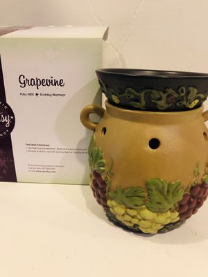 Scentsy Grapevine RETIRED Full Size Warmer New in Box for Sale in Rancho Cucamonga, CA