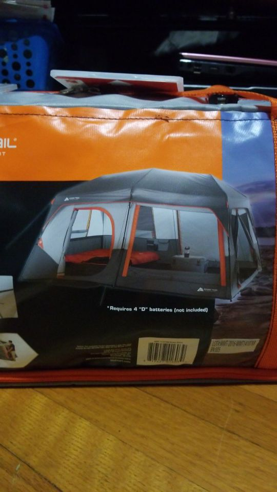 10 person tent w built in lights BRAND NEW