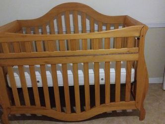 Baby Crib And Changing Table for Sale in Shady Hills,  FL