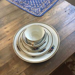 China Set In Trrrific Condition for Sale in Havertown, PA