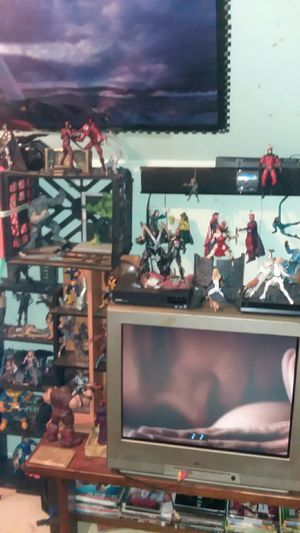I have some loose Marvel Diamond Select figures all in good shape with there accessories for Sale in Jefferson City, MO