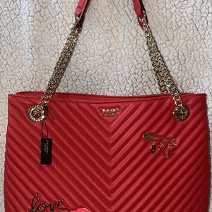 NWT Victoria's Secret Red Pebbled V-Quilt Shoulder Tote for Sale in Delta, OH