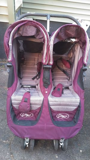 Double stroller for Sale in New Britain, CT