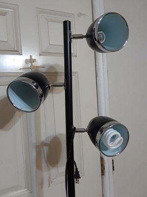 3 Light Floor Lamp for Sale in Victorville, CA