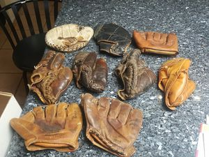 VINTAGE BASEBALL GLOVES for Sale in Victorville, CA