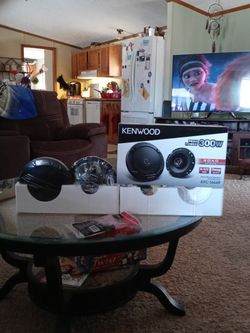 Kenwood Speakers With Harness for Sale in New Haven,  MI