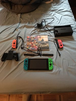 NINTENDO SWITCH 5 GAMES 4 CONTROLLERS for Sale in New York, NY