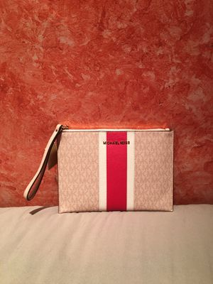 Authentic Michael Kors Wristlets for Sale in Hawthorne, CA
