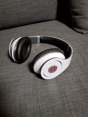 Beats by Dr. Dre Studio 1 WIRED Headphones - White for Sale in Union City, CA