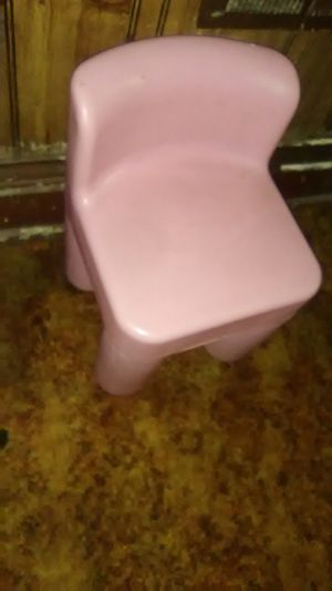 Kids pink chair free for Sale in St. Louis, MO