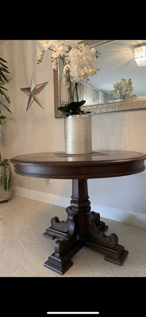 Round Dining Table for Sale in Miami, FL