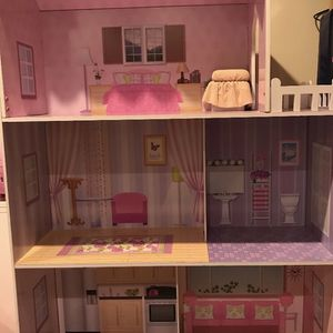 Doll House In Excellent Condition for Sale in Wantagh, NY