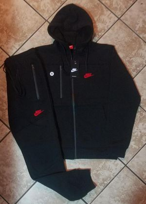 AUTHENTIC NIKE SUIT (XL) for Sale in Springdale, MD