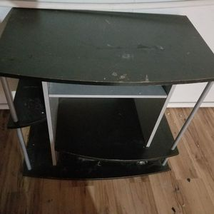 TV Stand. Putting Outside To Be Thrown Away for Sale in Aurora, IL