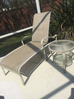 Leaders casual outdoor patio lounger and side table for Sale in Oviedo, FL
