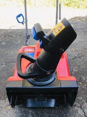 Toro power Clear 418 ZE starts at first pull or electric start new paddles new scraper for Sale in Westmont, IL