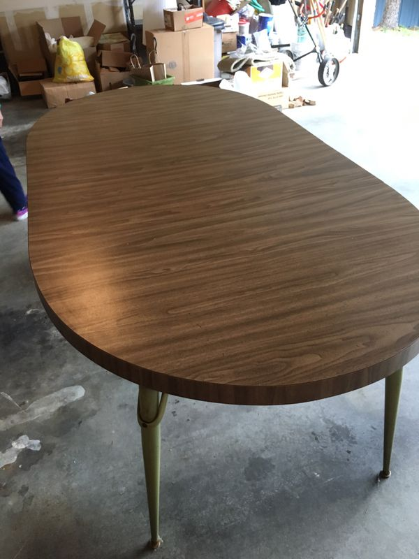 "4-8 seater kitchen table. It has two leafs. 82"" L x 41""W x 28.5""H"