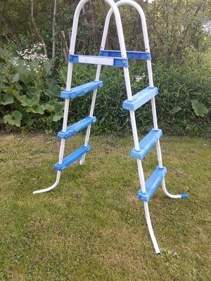 POOL LADDER for Sale in Ravenna, OH