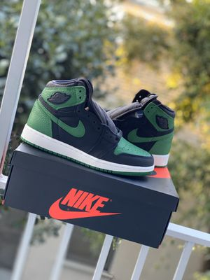 Jordan 1 pine green Gs size 5y for Sale in Beverly Hills, CA
