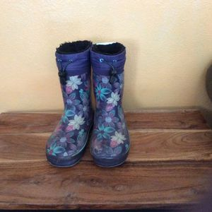 Free Rain Boots / Snow Boots Size 13/1 for Sale in Winton, CA