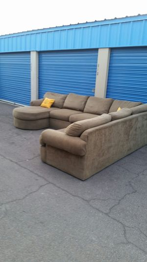 Comfortable sectional couch, 3 piece, for Sale in Glendale, AZ