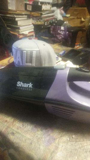 Shark. Cordless vacuum for Sale in Stockton, CA