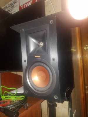 Klipsch Bookshelf Speakers (pair) R-15m Excellent Condition for Sale in Chicago, IL