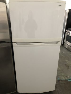 Kenmore top freezer white for Sale in San Leandro, CA