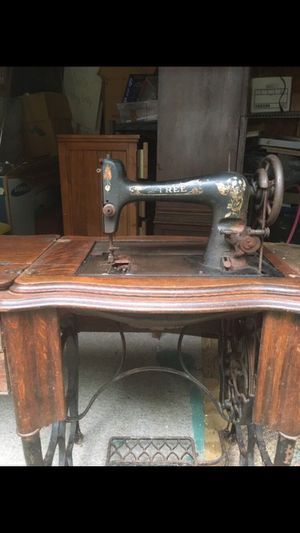 Vintage Sewing Machine for Sale in Milton, FL