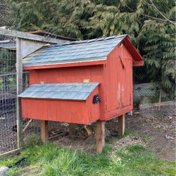Chicken Coop, Galvanized Waterer, Three Chickens And Chick Pen for Sale in Ridgefield,  WA