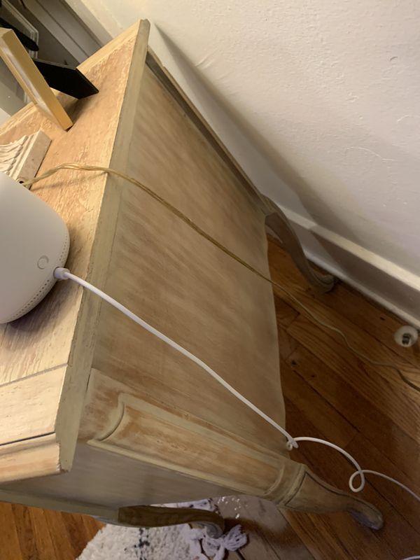 Gorgeous Bedroom set - chic vintage dresser, side tables + more