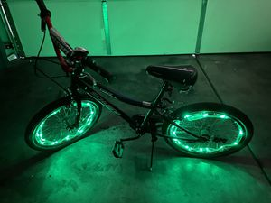 20 inch Schwinn boys bicycle with lights and bell for Sale in Las Vegas, NV