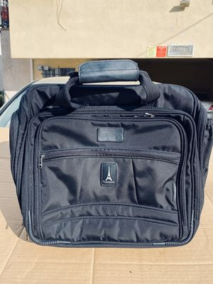 CREW 5 TRAVEL PRO CARRY ON TOTE WITH WHEELS AND EXTENDABLE HANDLE for Sale in Los Angeles, CA