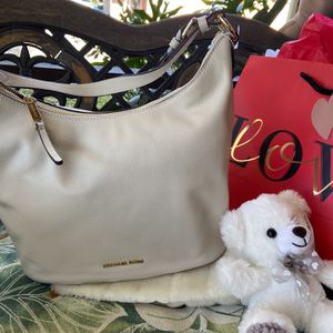 New!!! Michael Kors Handbag Ivory Color for Sale in Long Beach, CA