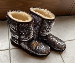 Women's size 6 Authentic Ugg boots, silver/purple sequins for Sale in McKees Rocks, PA