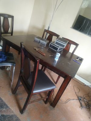 kitchen table with 6 chairs and center table for Sale in Pico Rivera, CA