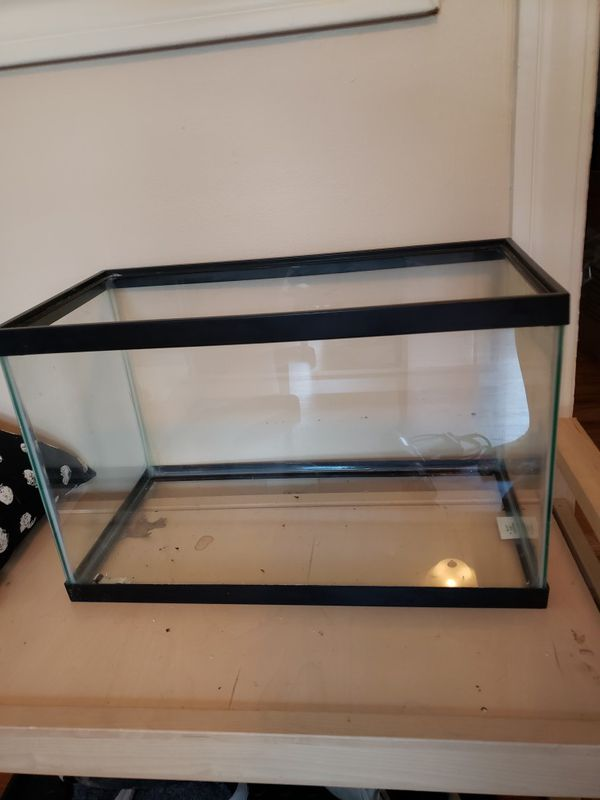 10 gallon aquarium + Supplies