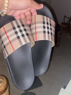 Burberry Slides Size 9 for Sale in Long Beach,  CA