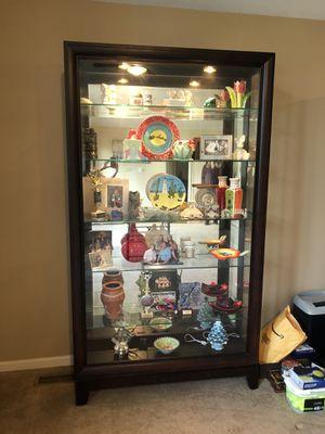 Curio cabinet for Sale in Chicago, IL
