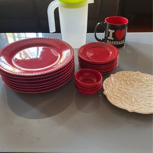 Free Plates/ Utensils / Platos Gratis for Sale in Los Angeles, CA